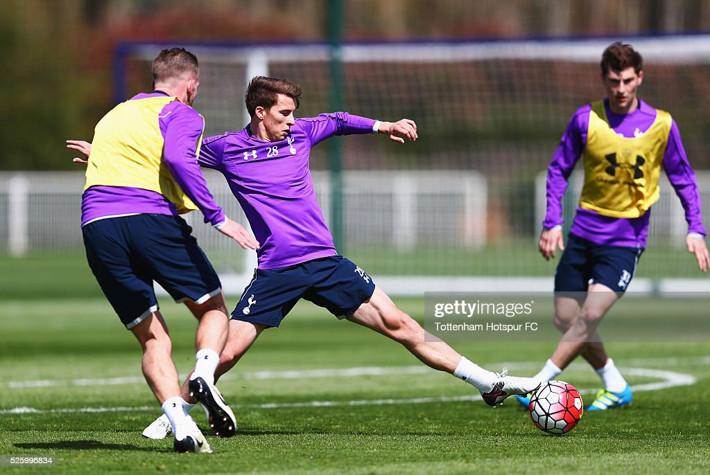<a gi-track='captionPersonalityLinkClicked' href=/galleries/search?phrase=Tom+Carroll&family=editorial&specificpeople=850381 ng-click='$event.stopPropagation()'>Tom Carroll</a> of Tottenham Hotspur stretches for the ball during a training session at the club's training ground on April 29, 2016 in Enfield, England.