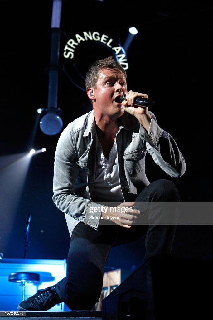 <a gi-track='captionPersonalityLinkClicked' href=/galleries/search?phrase=Tom+Chaplin+-+Musician&family=editorial&specificpeople=239522 ng-click='$event.stopPropagation()'>Tom Chaplin</a> of Keane performs live on stage at the 02 Arena on November 30, 2012 in London, England.