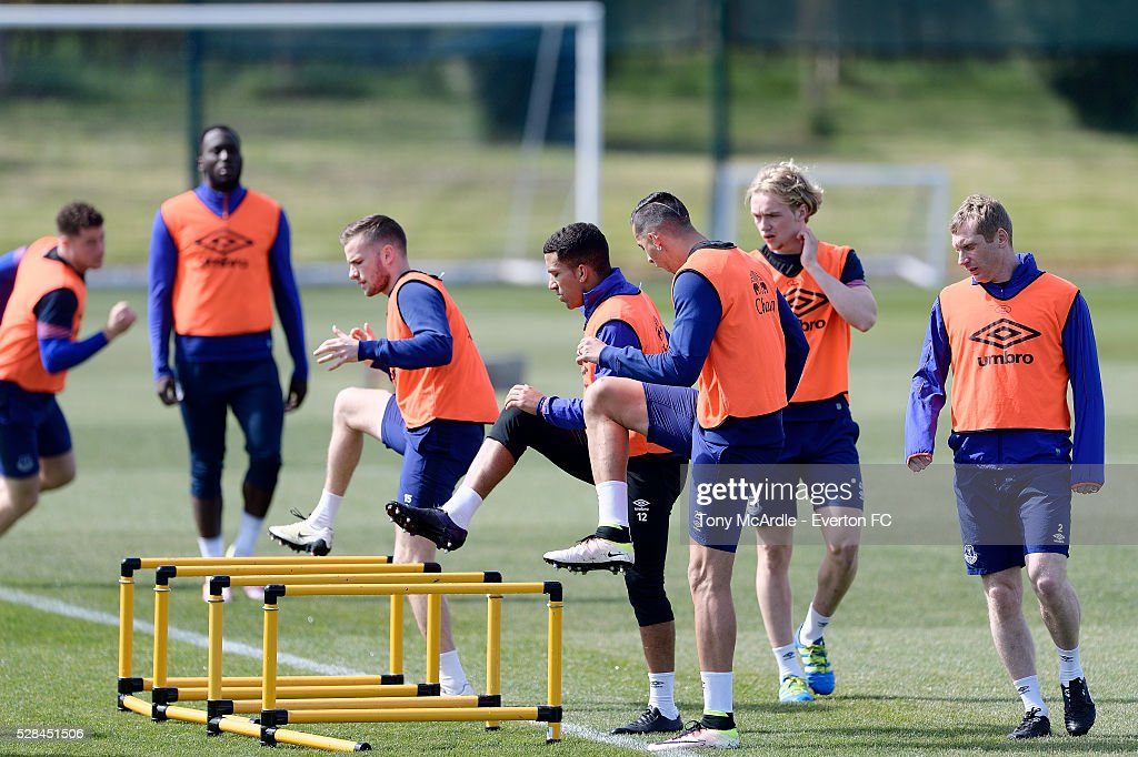 Tom Cleverley (CL) Aaron Lennon (C) Ramiro Funes Mori (CR) and team mates during the Everton training session at Finch Farm on May 5, 2016 in Halewood, England.