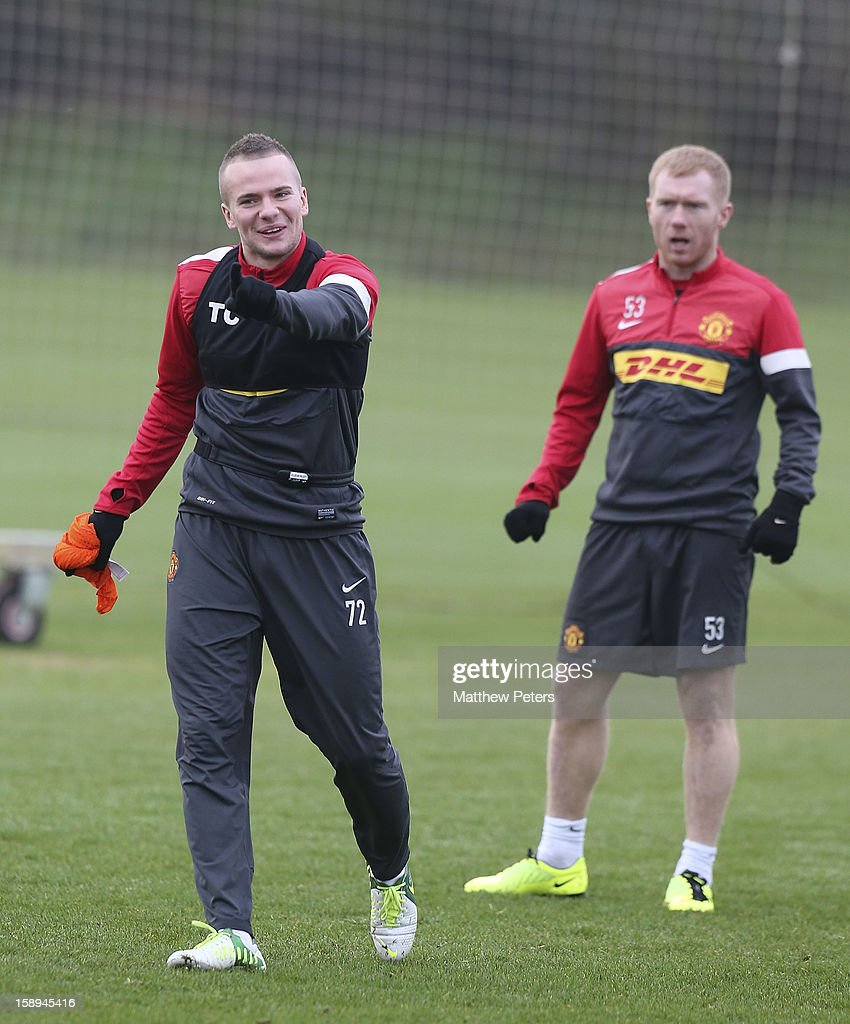 <a gi-track='captionPersonalityLinkClicked' href=/galleries/search?phrase=Tom+Cleverley+-+Soccer+Player&family=editorial&specificpeople=4192565 ng-click='$event.stopPropagation()'>Tom Cleverley</a> (L) and <a gi-track='captionPersonalityLinkClicked' href=/galleries/search?phrase=Paul+Scholes&family=editorial&specificpeople=171770 ng-click='$event.stopPropagation()'>Paul Scholes</a> of Manchester United in action during a first team training session at Carrington Training Ground on January 4, 2013 in Manchester, England.