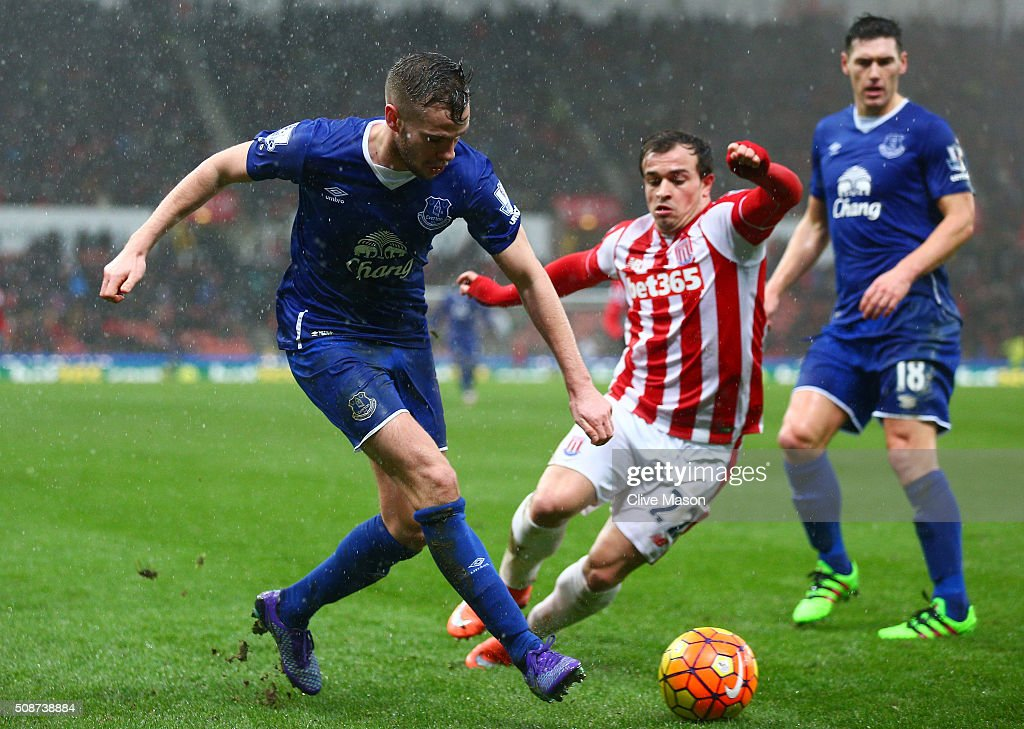 <a gi-track='captionPersonalityLinkClicked' href=/galleries/search?phrase=Tom+Cleverley&family=editorial&specificpeople=4192565 ng-click='$event.stopPropagation()'>Tom Cleverley</a> of Everton and <a gi-track='captionPersonalityLinkClicked' href=/galleries/search?phrase=Xherdan+Shaqiri&family=editorial&specificpeople=6923918 ng-click='$event.stopPropagation()'>Xherdan Shaqiri</a> of Stoke City compete for the ball during the Barclays Premier League match between Stoke City and Everton at Britannia Stadium on February 6, 2016 in Stoke on Trentl, England.