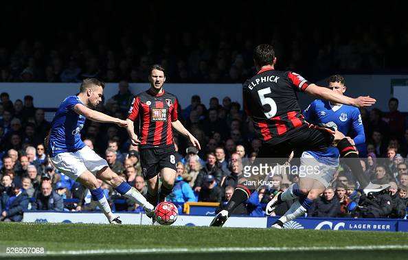 Tom Cleverley of Everton scores his team's first goal during the Barclays Premier League match between Everton and AFC Bournemouth at Goodison Park...
