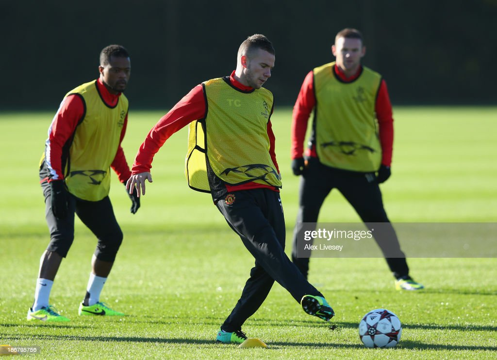 <a gi-track='captionPersonalityLinkClicked' href=/galleries/search?phrase=Tom+Cleverley+-+Soccer+Player&family=editorial&specificpeople=4192565 ng-click='$event.stopPropagation()'>Tom Cleverley</a> of Manchester United passes the ball during a training session at Aon Training Complex on November 4, 2013 in Manchester, England.