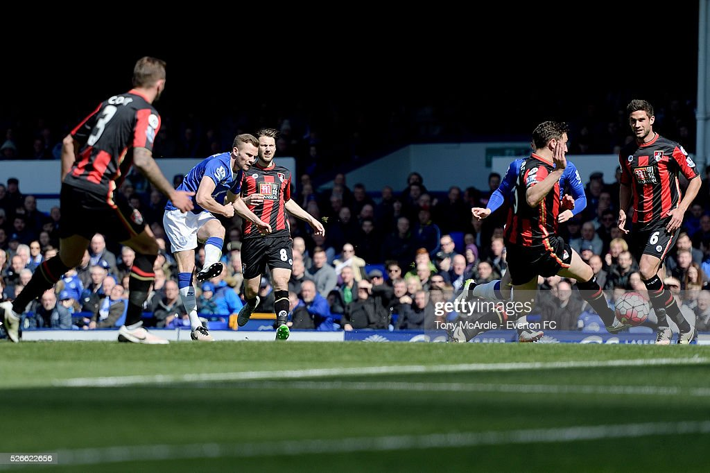 Tom Cleverley shoots to score during the Barclays Premier League match between Everton and A.F.C. Bournemouth at Goodison Park on April 30, 2016 in Liverpool, England.