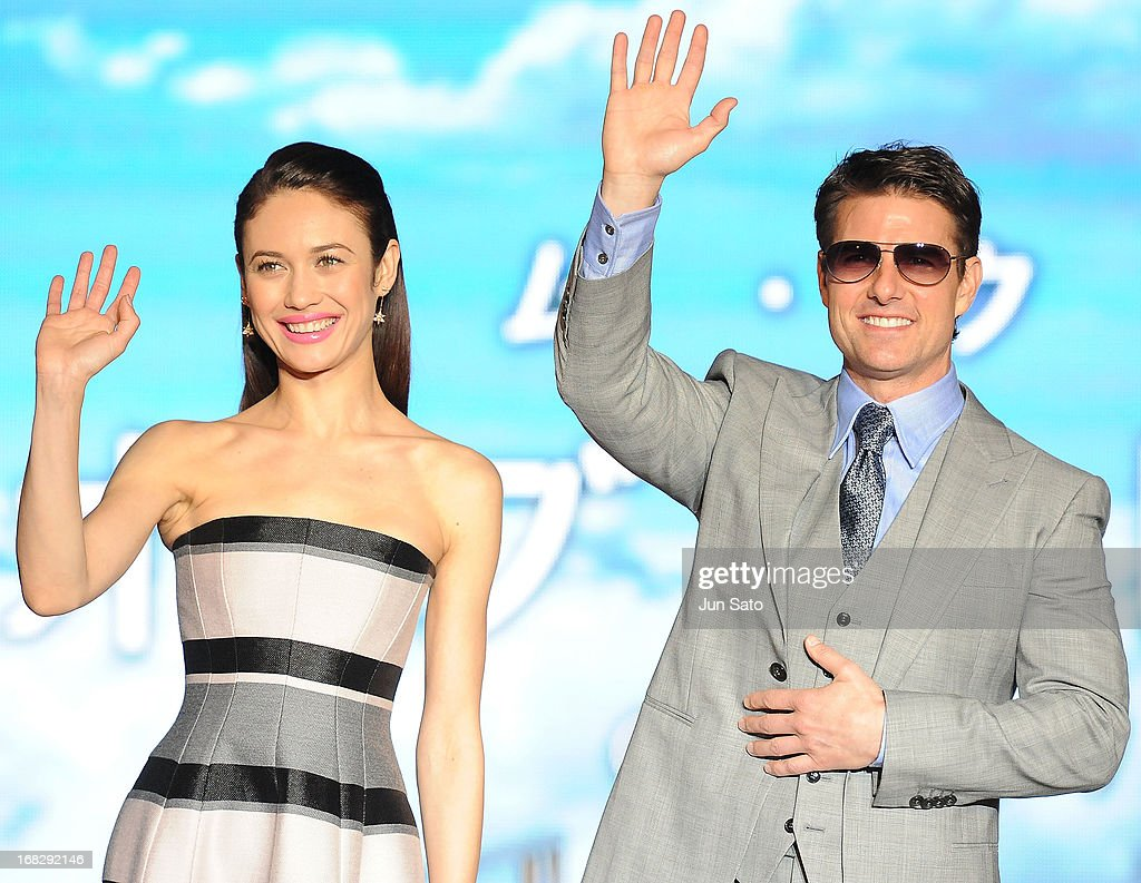 <a gi-track='captionPersonalityLinkClicked' href=/galleries/search?phrase=Tom+Cruise&family=editorial&specificpeople=156405 ng-click='$event.stopPropagation()'>Tom Cruise</a> and <a gi-track='captionPersonalityLinkClicked' href=/galleries/search?phrase=Olga+Kurylenko&family=editorial&specificpeople=630281 ng-click='$event.stopPropagation()'>Olga Kurylenko</a> attend the 'Oblivion' Japan Premiere at Roppongi Hills on May 8, 2013 in Tokyo, Japan. The film will open on May 31 in Japan.