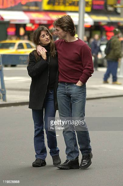 Tom Cruise and Penelope Cruz during Tom Cruise and Penelope Cruz on the set of 'Vanilla Sky' in Times Square with Cameron Crowe directing at Times...