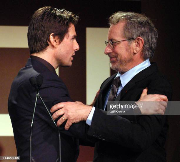 ¿Cuánto mide Steven Spielberg? - Altura - Real height Tom-cruise-and-steven-spielberg-during-ambassadors-for-humanity-picture-id114653005?s=612x612