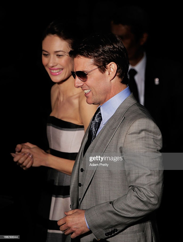 <a gi-track='captionPersonalityLinkClicked' href=/galleries/search?phrase=Tom+Cruise&family=editorial&specificpeople=156405 ng-click='$event.stopPropagation()'>Tom Cruise</a> helps <a gi-track='captionPersonalityLinkClicked' href=/galleries/search?phrase=Olga+Kurylenko&family=editorial&specificpeople=630281 ng-click='$event.stopPropagation()'>Olga Kurylenko</a> off the stage during the 'Oblivion' Japan Premiere at Roppongi Hills on May 8, 2013 in Tokyo, Japan. The film will open on May 31 in Japan.