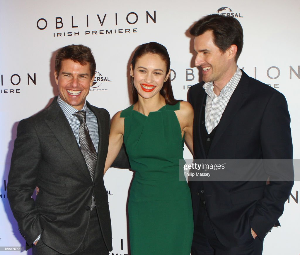 <a gi-track='captionPersonalityLinkClicked' href=/galleries/search?phrase=Tom+Cruise&family=editorial&specificpeople=156405 ng-click='$event.stopPropagation()'>Tom Cruise</a>, <a gi-track='captionPersonalityLinkClicked' href=/galleries/search?phrase=Olga+Kurylenko&family=editorial&specificpeople=630281 ng-click='$event.stopPropagation()'>Olga Kurylenko</a> and <a gi-track='captionPersonalityLinkClicked' href=/galleries/search?phrase=Joseph+Kosinski&family=editorial&specificpeople=7113921 ng-click='$event.stopPropagation()'>Joseph Kosinski</a> attend the Dublin premiere of 'Oblivion' at the Savoy Cinema on April 3, 2013 in Dublin, Ireland.