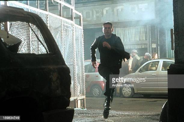 Tom Cruise runs in a scene from the film 'Minority Report' 2002