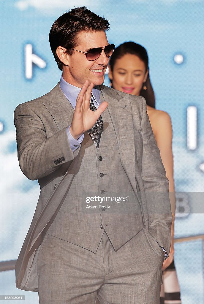 Tom Cruise waves to the fans at the 'Oblivion' Japan Premiere at Roppongi Hills on May 8, 2013 in Tokyo, Japan. The film will open on May 31 in Japan.