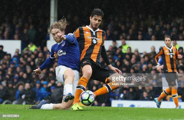 Tom Davies of Everton and Andrea Ranocchia of Hull City battle for the ball during the Premier League match between Everton and Hull City at Goodison...