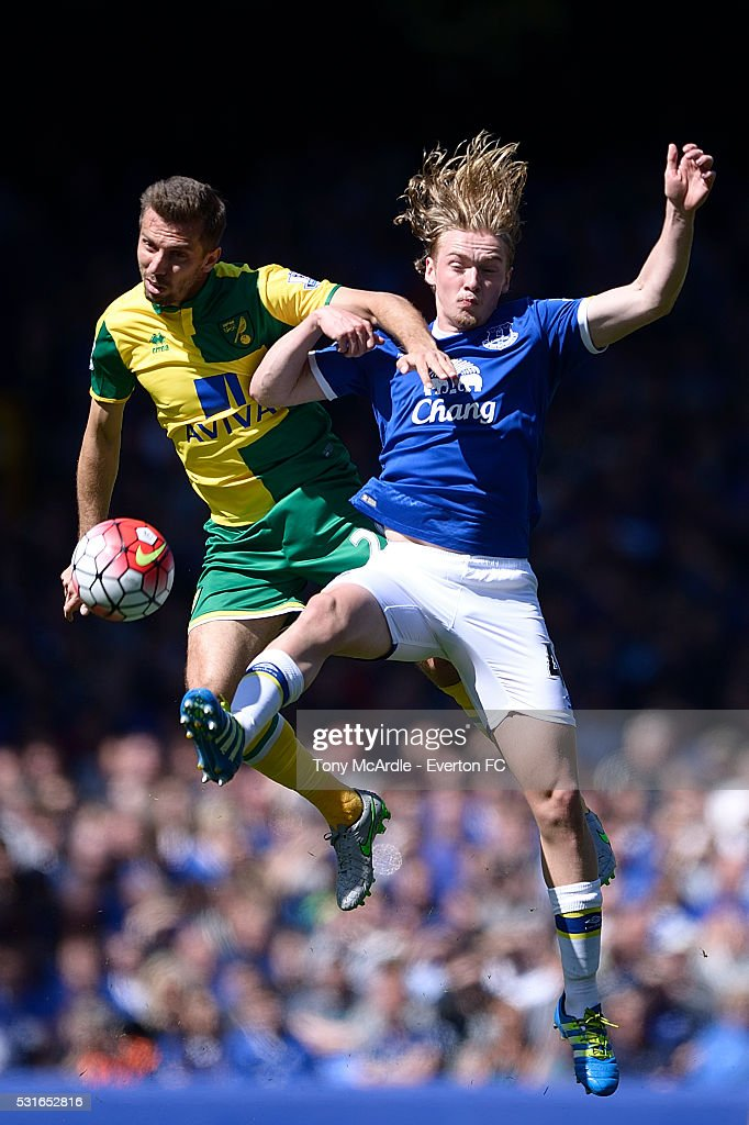 Tom Davies of Everton and Gary O'Neil challenge for the ball during the Barclays Premier League match between Everton and Norwich City at Goodison Park on May 15, 2016 in Liverpool, England.