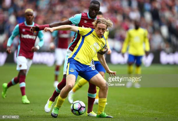 Tom Davies of Everton holds off Cheikhou Kouyate of West Ham United during the Premier League match between West Ham United and Everton at the London...