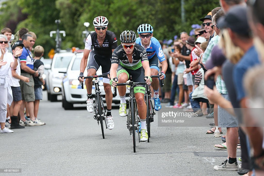 Tom Davison of Christchurch leads <a gi-track='captionPersonalityLinkClicked' href=/galleries/search?phrase=Hayden+Roulston&family=editorial&specificpeople=791949 ng-click='$event.stopPropagation()'>Hayden Roulston</a> and Jack Bauer up Cashmere Hill during the New Zealand Men's Road Cycling Championships at Pioneer Stadium on January 12, 2014 in Christchurch, New Zealand.