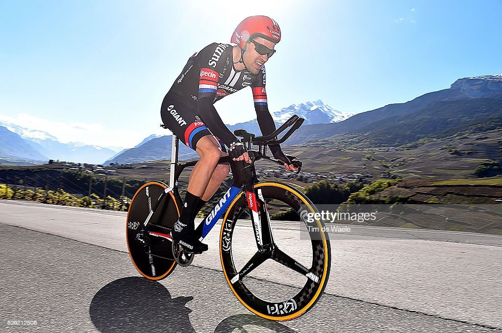 <a gi-track='captionPersonalityLinkClicked' href=/galleries/search?phrase=Tom+Dumoulin&family=editorial&specificpeople=9737035 ng-click='$event.stopPropagation()'>Tom Dumoulin</a> (NED) during stage 3 of the Tour de Romandie on April 29, 2016 in Sion, Switzerland.
