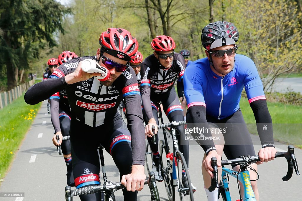 Tom Dumoulin from Netherlands of team Giant-Alpecin competes during the Bike Ride ahead of the Giro d'Italia in Ede on May 4, 2016. / AFP / ANP / Bas Czerwinski / Netherlands OUT