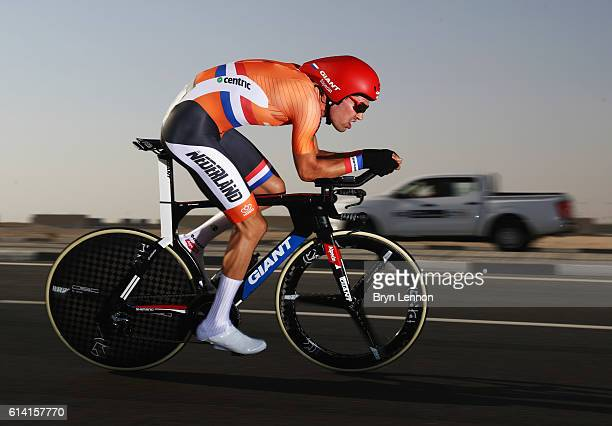 Tom Dumoulin of the Netherlands during the Men's Elite Individual Time Trial on Day Four of the UCI Road World Championships at Lusail Sports Complex...