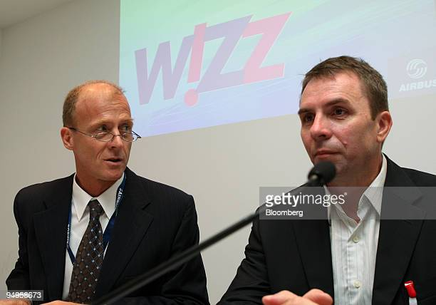 Tom Enders chief executive officer of Airbus SAS left speaks to Jozsef Varadi chief executive officer of Wizz Air Ltd during a joint press conference...