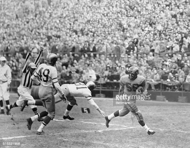 Tom Fears of the Los Angeles Rams crosses the goal line standing up during the first period of the NFL NIL game in Philadelphia Nov 6 Making futile...