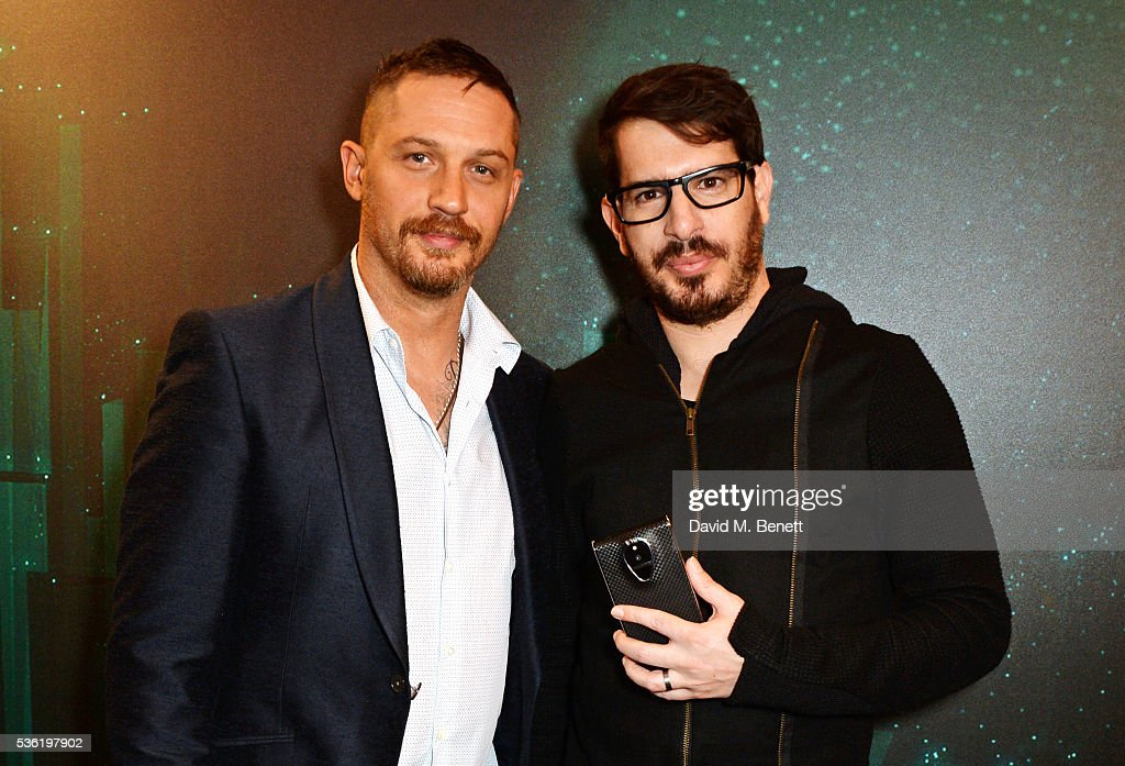 <a gi-track='captionPersonalityLinkClicked' href=/galleries/search?phrase=Tom+Hardy+-+Schauspieler&family=editorial&specificpeople=2209780 ng-click='$event.stopPropagation()'>Tom Hardy</a> (L) and Moshe Hogeg attend as SIRIN LABS Launches SOLARIN at One Marylebone on May 31, 2016 in London, England.