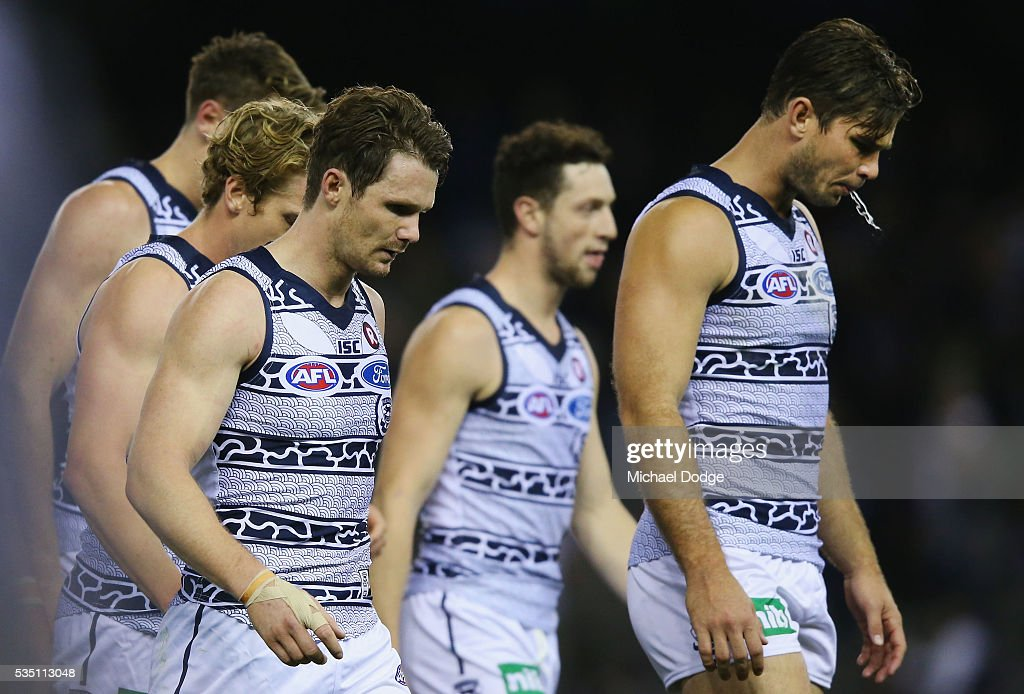 <a gi-track='captionPersonalityLinkClicked' href=/galleries/search?phrase=Tom+Hawkins+-+Australian-Football-Spieler&family=editorial&specificpeople=10985150 ng-click='$event.stopPropagation()'>Tom Hawkins</a> of the Cats leads the team out after being down at half time during the round 10 AFL match between the Carlton Blues and the Geelong Cats at Etihad Stadium on May 29, 2016 in Melbourne, Australia.