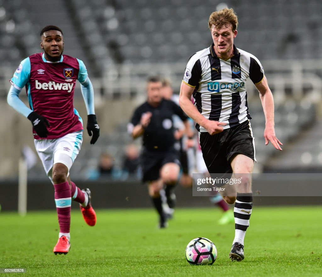Tom Heardman of Newcastle United (7) controls the ball during the Premier League 2 Match between Newcastle United and West Ham United at St.James' Park on March 13, 2017 in Newcastle upon Tyne, England.