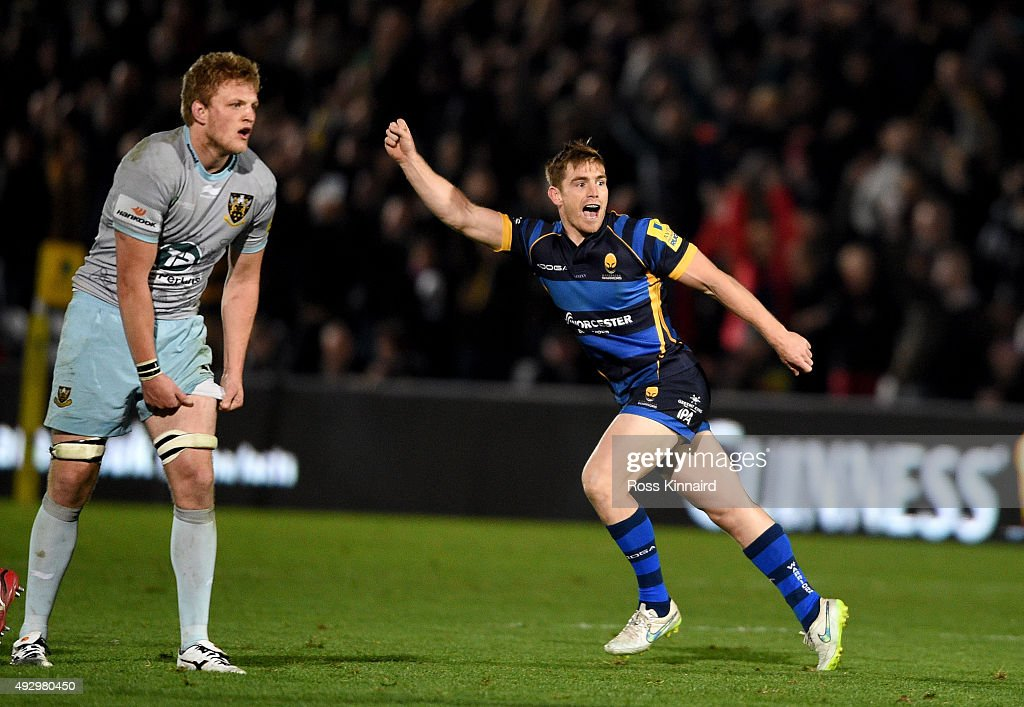 Tom Heathcote of Worcester celebrates after kicking the winning drop goal during the Aviva Premiership match between Worcester Warriors and...