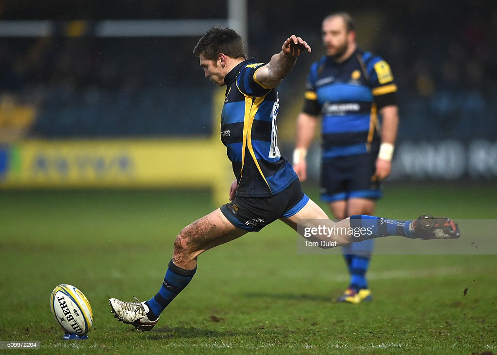 Tom Heathcote of Worcester Warriors kicks a penalty during the Aviva Premiership match between Worcester Warriors and Bath Rugby at Sixways Stadium on February 13, 2016 in Worcester, England. (Photo by Tom Dulat/Getty Images).