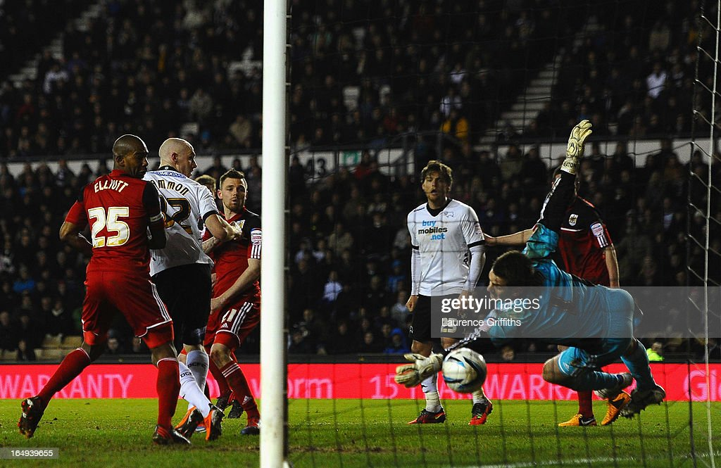 Tom Heaton of Bristol City fails to stop a long range goal from Jeff Hendrick of Derby County during the npower Championship match between Derby County and Bristol City at Pride Park Stadium on March 29, 2013 in Derby, England.