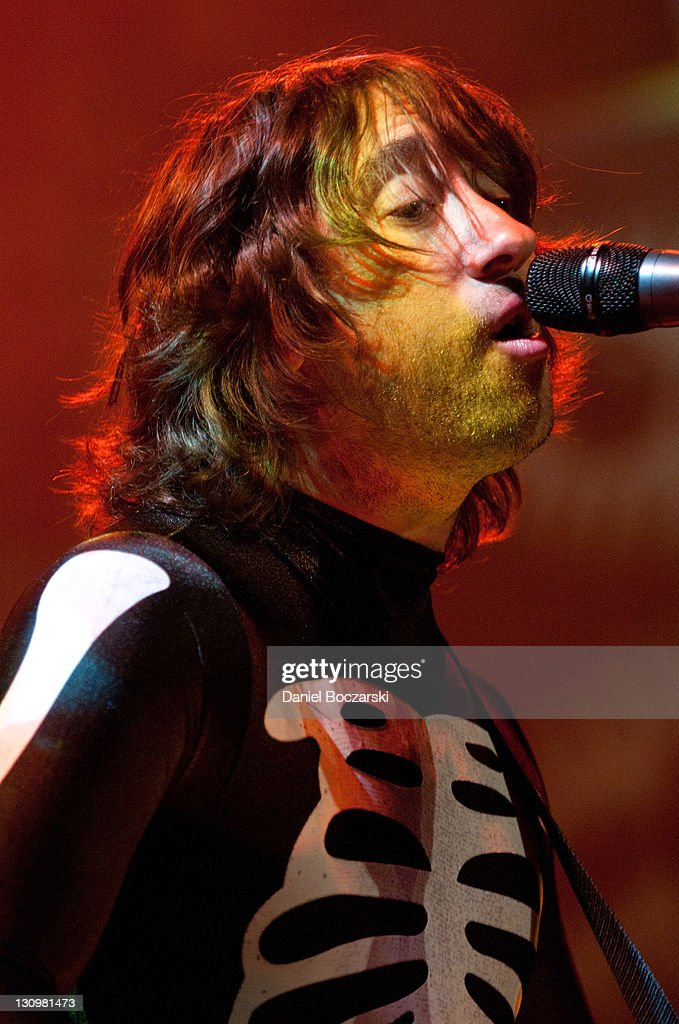 Tom Higgenson of Plain White T's performs on stage at House Of Blues Chicago on October 30, 2011 in Chicago, Illinois.