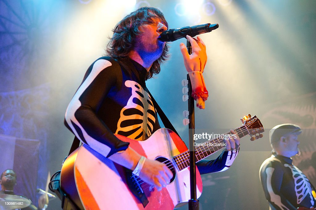 <a gi-track='captionPersonalityLinkClicked' href=/galleries/search?phrase=Tom+Higgenson&family=editorial&specificpeople=3951796 ng-click='$event.stopPropagation()'>Tom Higgenson</a> of Plain White T's performs on stage at House Of Blues Chicago on October 30, 2011 in Chicago, Illinois.