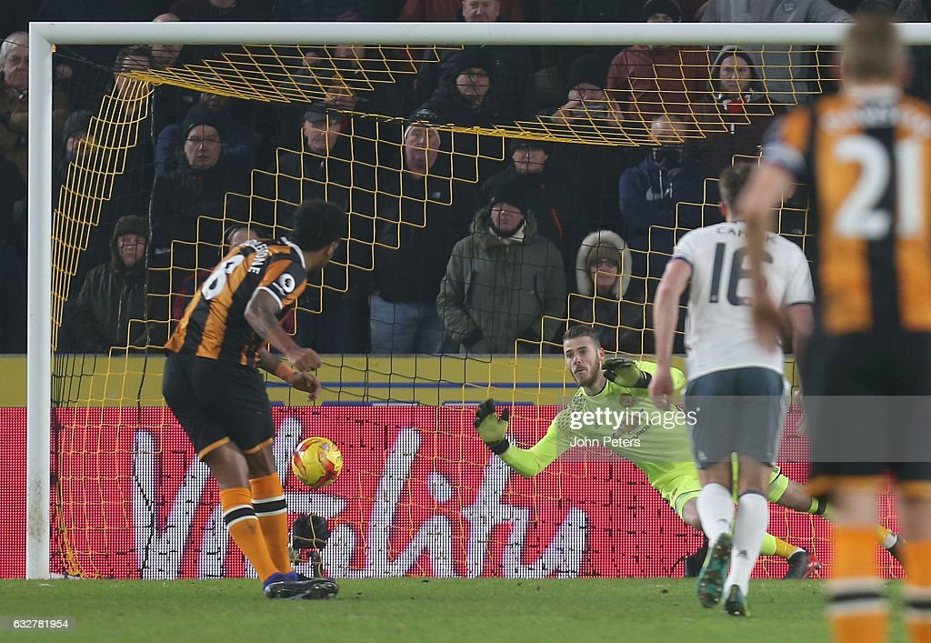 Tom Huddlestone of Hull City scores their first goal during the EFL Cup Semi-Final second leg match between Hull City and Manchester United at KCOM Stadium on January 26, 2017 in Hull, England.