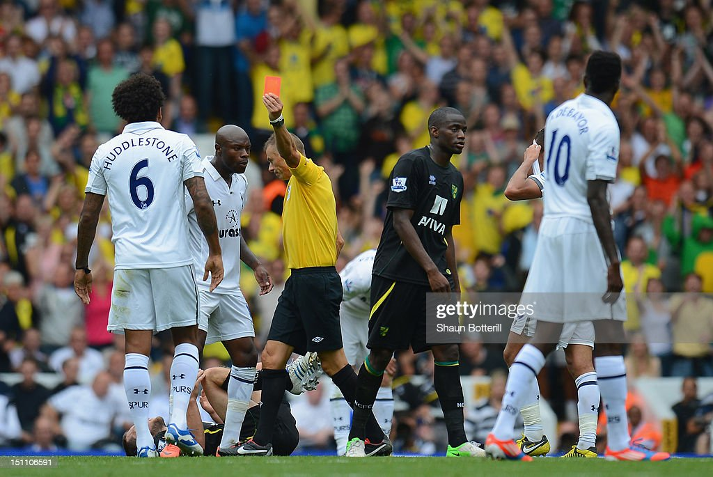 <a gi-track='captionPersonalityLinkClicked' href=/galleries/search?phrase=Tom+Huddlestone&family=editorial&specificpeople=735077 ng-click='$event.stopPropagation()'>Tom Huddlestone</a> of Tottenham Hotpsur is sent off by referee <a gi-track='captionPersonalityLinkClicked' href=/galleries/search?phrase=Mark+Halsey&family=editorial&specificpeople=224397 ng-click='$event.stopPropagation()'>Mark Halsey</a> during the Barclays Premier League match between Tottenham Hotspur and Norwich City at White Hart Lane on September 1, 2012 in London, England.