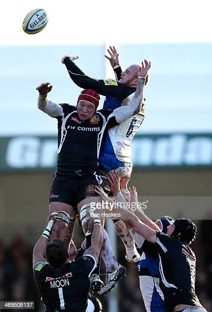 Tom Johnson of Exeter and Matt Garvey of Bath battle for line out ball during the Aviva Premiership match between Exeter Chiefs and Bath at Sandy...