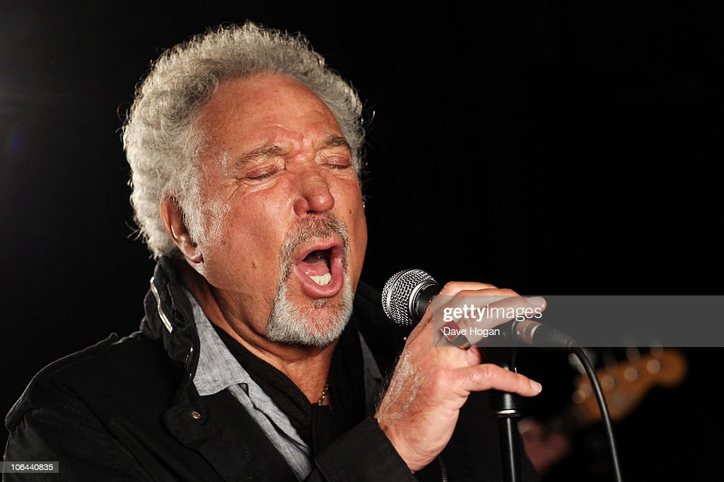 Tom Jones performs at a Biz Session to promote his new album Praise and Blame on - tom-jones-performs-at-a-biz-session-to-promote-his-new-album-praise-picture-id106440835