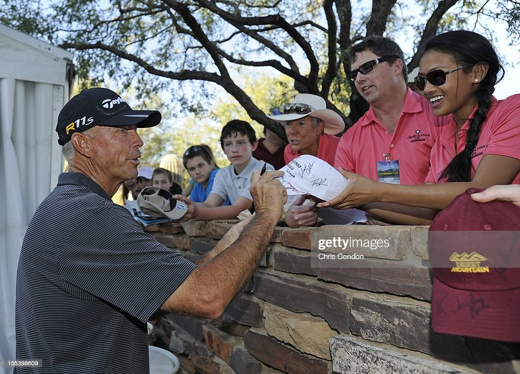 <a gi-track='captionPersonalityLinkClicked' href=/galleries/search?phrase=Tom+Lehman&family=editorial&specificpeople=184539 ng-click='$event.stopPropagation()'>Tom Lehman</a> signs autographs for fans during the third round of the Charles Schwab Cup Championship at Desert Mountain Club (Cochise) on November 3, 2012 in Scottsdale, Arizona.