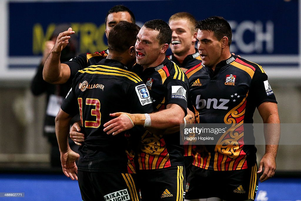 Tom Marshall of the Chiefs is congratulated on his try by teammate <a gi-track='captionPersonalityLinkClicked' href=/galleries/search?phrase=Tim+Nanai-Williams&family=editorial&specificpeople=5476637 ng-click='$event.stopPropagation()'>Tim Nanai-Williams</a> of the Chiefs during the round 13 Super Rugby match between the Chiefs and the Blues at Yarrow Stadium on May 9, 2014 in New Plymouth, New Zealand.