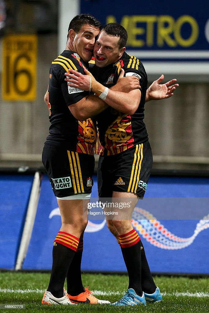 Tom Marshall of the Chiefs is congratulated on his try by teammate <a gi-track='captionPersonalityLinkClicked' href=/galleries/search?phrase=Dwayne+Sweeney&family=editorial&specificpeople=594903 ng-click='$event.stopPropagation()'>Dwayne Sweeney</a> during the round 13 Super Rugby match between the Chiefs and the Blues at Yarrow Stadium on May 9, 2014 in New Plymouth, New Zealand.