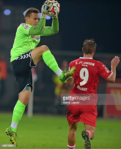 Tom Mickel of SpVgg Greuther Fuerth and Soeren Brandy of 1FC Union Berlin during the game between 1FC Union Berlin and SpVgg Greuther Fuerth on...