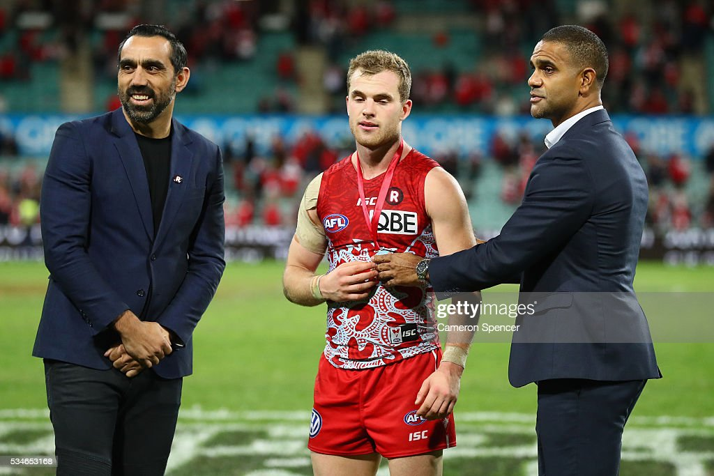 <a gi-track='captionPersonalityLinkClicked' href=/galleries/search?phrase=Tom+Mitchell+-+Australian-Football-Spieler&family=editorial&specificpeople=14726141 ng-click='$event.stopPropagation()'>Tom Mitchell</a> of the Swans receives the Goodes O'Loughlin medal from <a gi-track='captionPersonalityLinkClicked' href=/galleries/search?phrase=Adam+Goodes&family=editorial&specificpeople=206473 ng-click='$event.stopPropagation()'>Adam Goodes</a> and <a gi-track='captionPersonalityLinkClicked' href=/galleries/search?phrase=Michael+O%27Loughlin&family=editorial&specificpeople=215115 ng-click='$event.stopPropagation()'>Michael O'Loughlin</a> during the round 10 AFL match between the Sydney Swans and the North Melbourne Kangaroos at Sydney Cricket Ground on May 27, 2016 in Sydney, Australia.