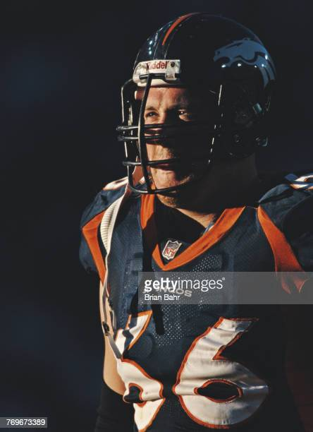 Tom Nalen Center for the Denver Broncos during the American Football Conference West game against the Oakland Raiders on 22 November 1998 at the Mile...