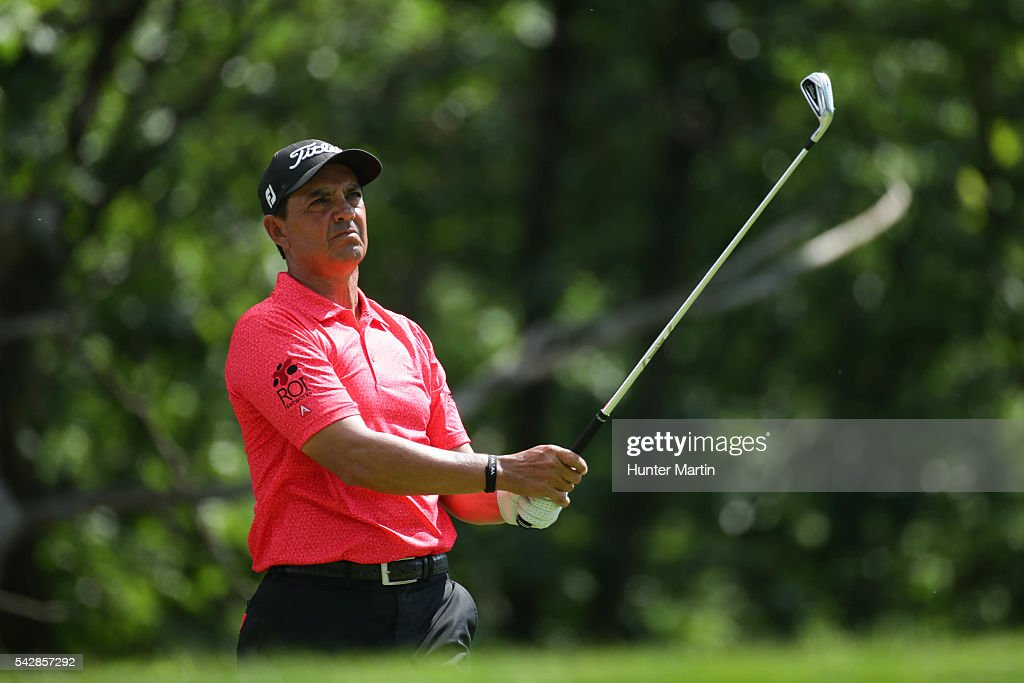<a gi-track='captionPersonalityLinkClicked' href=/galleries/search?phrase=Tom+Pernice+Jr.&family=editorial&specificpeople=562466 ng-click='$event.stopPropagation()'>Tom Pernice Jr.</a> watches his tee shot on the 15th hole during the first round of the Champions Tour American Family Insurance Championship at University Ridge Golf Course on June 24, 2016 in Madison, Wisconsin.