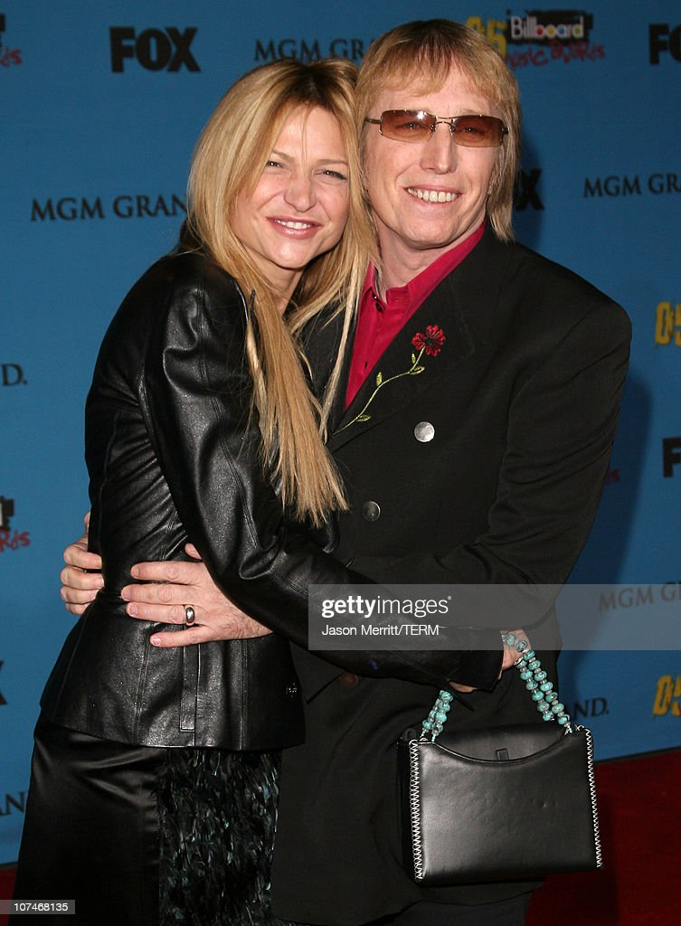 Tom Petty (r) and wife Dana York during 2005 Billboard Music Awards - Arrivals at MGM Grand in Las Vegas, Nevada, United States.