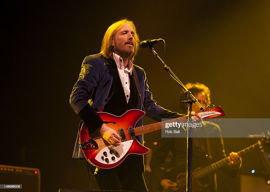 <a gi-track='captionPersonalityLinkClicked' href=/galleries/search?phrase=Tom+Petty&family=editorial&specificpeople=224789 ng-click='$event.stopPropagation()'>Tom Petty</a> of <a gi-track='captionPersonalityLinkClicked' href=/galleries/search?phrase=Tom+Petty&family=editorial&specificpeople=224789 ng-click='$event.stopPropagation()'>Tom Petty</a> and the Heartbreakers performs at the Isle Of Wight Festival at Seaclose Park on June 22, 2012 in Newport, Isle of Wight.