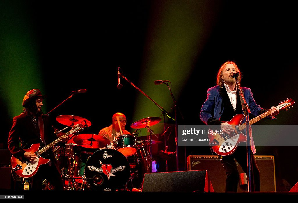 <a gi-track='captionPersonalityLinkClicked' href=/galleries/search?phrase=Tom+Petty&family=editorial&specificpeople=224789 ng-click='$event.stopPropagation()'>Tom Petty</a> (R)of <a gi-track='captionPersonalityLinkClicked' href=/galleries/search?phrase=Tom+Petty&family=editorial&specificpeople=224789 ng-click='$event.stopPropagation()'>Tom Petty</a> and the Heartbreakers performs on the main stage on day 2 of The Isle of Wight Festival at Seaclose Park on June 22, 2012 in Newport, Isle of Wight.