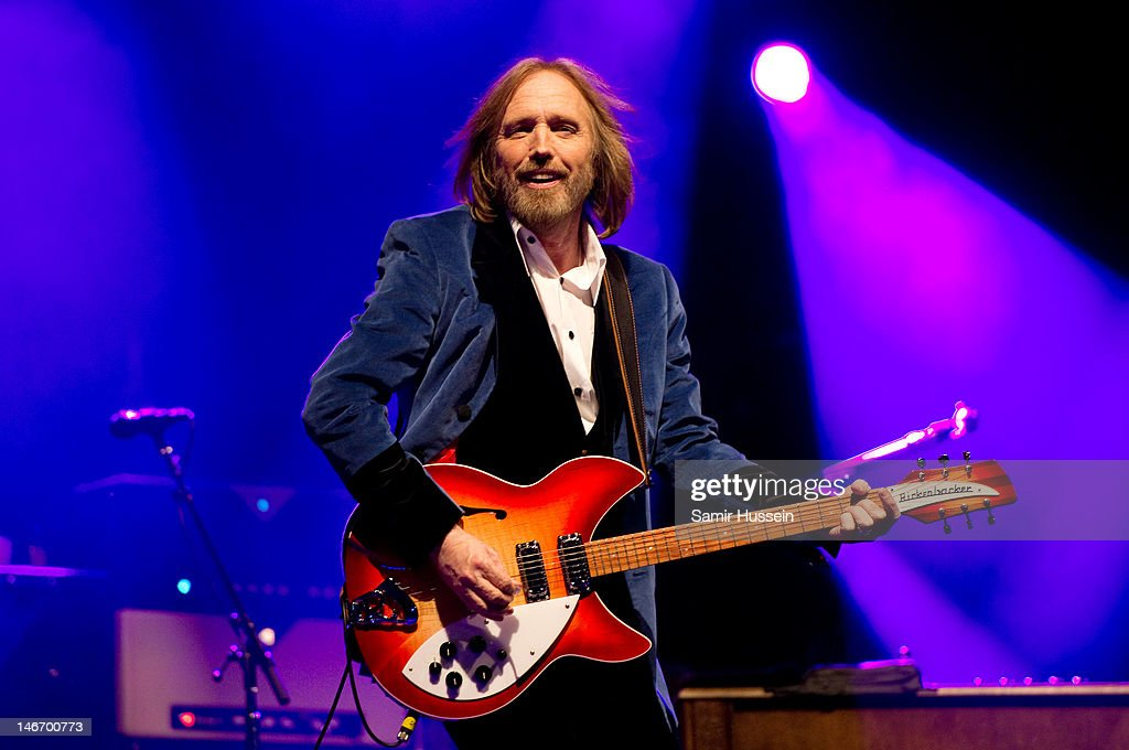 <a gi-track='captionPersonalityLinkClicked' href=/galleries/search?phrase=Tom+Petty&family=editorial&specificpeople=224789 ng-click='$event.stopPropagation()'>Tom Petty</a> of <a gi-track='captionPersonalityLinkClicked' href=/galleries/search?phrase=Tom+Petty&family=editorial&specificpeople=224789 ng-click='$event.stopPropagation()'>Tom Petty</a> and the Heartbreakers performs on the main stage on day 2 of The Isle of Wight Festival at Seaclose Park on June 22, 2012 in Newport, Isle of Wight.