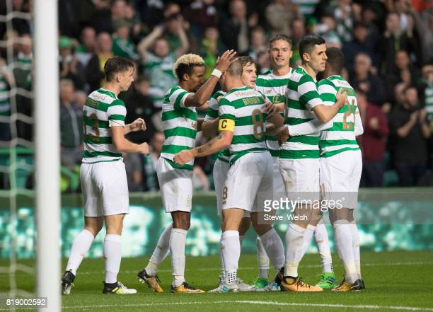 Tom Rogic of Celtic celebrates Celtic's 2nd goal team mates during the UEFA Champions League Qualifying Second RoundSecond Leg match between Celtic...