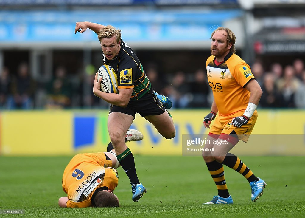 Tom Stephenson of Northampton Saints avoids the challenges of <a gi-track='captionPersonalityLinkClicked' href=/galleries/search?phrase=Ed+Jackson&family=editorial&specificpeople=4629870 ng-click='$event.stopPropagation()'>Ed Jackson</a> and <a gi-track='captionPersonalityLinkClicked' href=/galleries/search?phrase=Andy+Goode&family=editorial&specificpeople=211564 ng-click='$event.stopPropagation()'>Andy Goode</a> of London Wasps during the Aviva Premiership match between Northampton Saints and London Wasps at Franklin's Gardens on May 10, 2014 in Northampton, England.