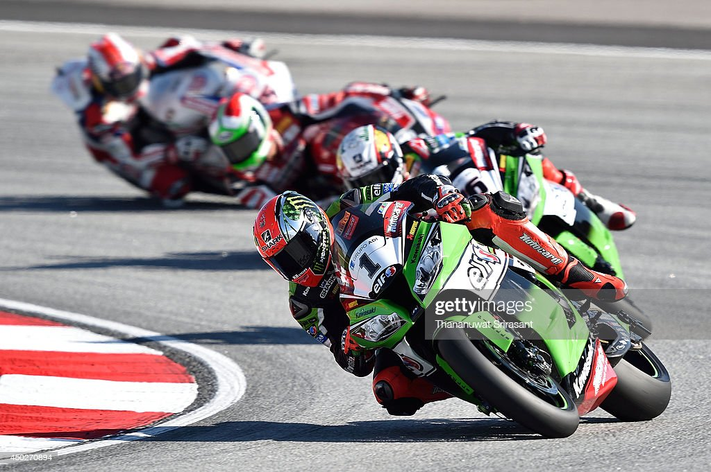 <a gi-track='captionPersonalityLinkClicked' href=/galleries/search?phrase=Tom+Sykes&family=editorial&specificpeople=3070262 ng-click='$event.stopPropagation()'>Tom Sykes</a> of England No.1 and KAWASAKI RACING TEAM with Kawasaki ZX-10R competes during the second race of round six FIM Superbike World Championship at Sepang Circuit on June 8, 2014 in Kuala Lumpur, Malaysia.